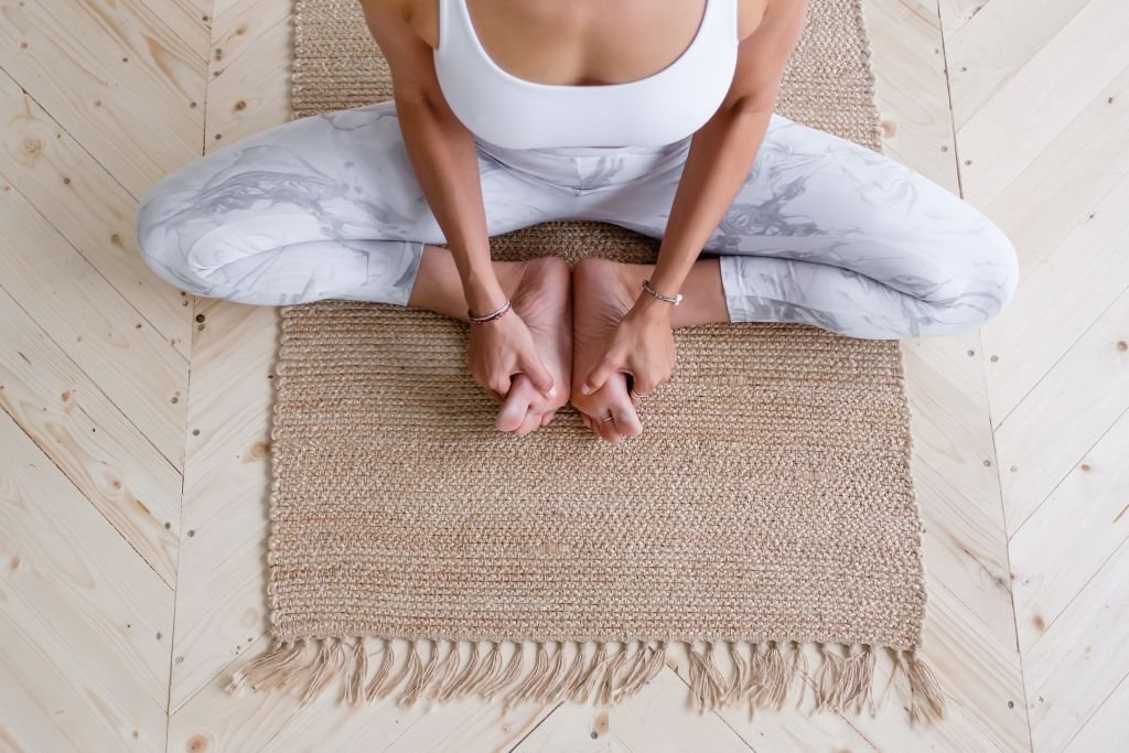 feet,wooden floor,woman trainer,caucasian,body life,beauty happy