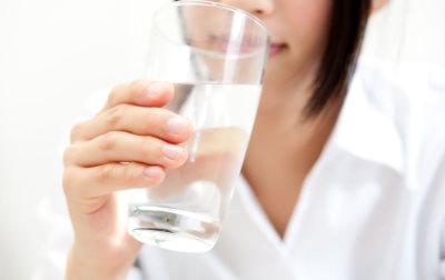 Kada treba da popijete prvu čašu vode u toku dana_82192285