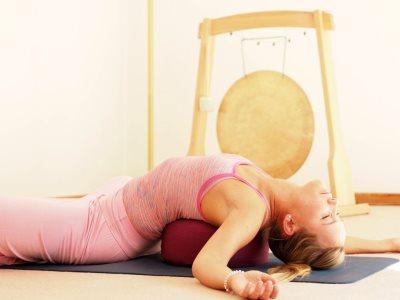 Joga poza za umanjivanje bola u vratu1190869621