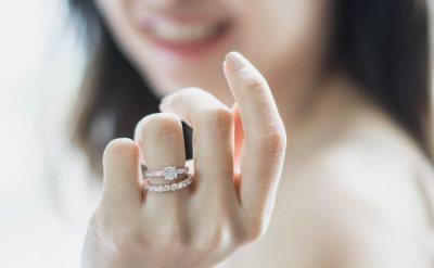 Šta znači nositi dva prstena na jednom prstu_1118741750